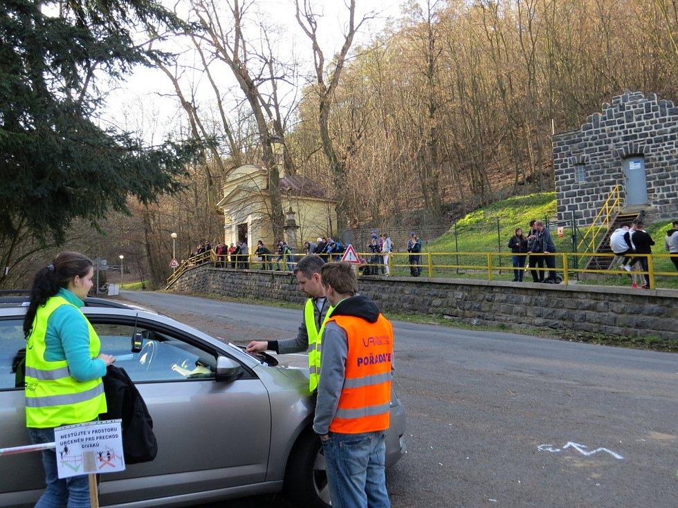 Takto to vypadalo v sobotu 30. března při rychlostní zkoušce 38. Kowax Valašské rally ValMez 2019 v okolí Skalních sklepů v Odrách.
