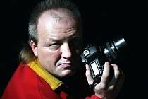 Josef Petřek z Oder má svůj fotoateliér. Ten je kvůli nařízení vlády zavřený.