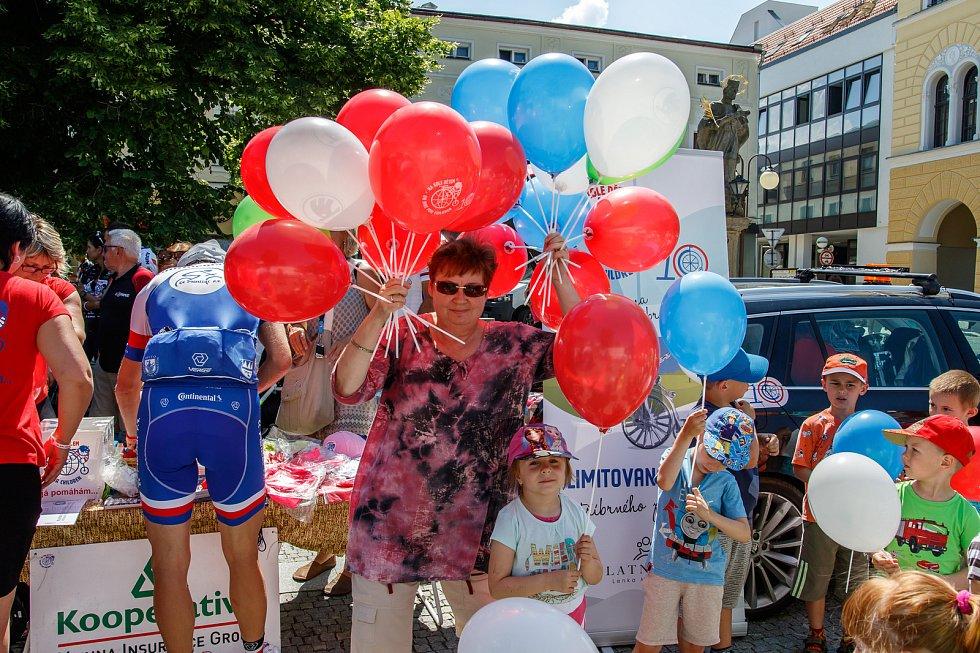 Cyklojízda Nadace Josefa Zimovčáka - Na kole dětem 2019 se ve středu 5. června zastavila také ve Frenštátě pod Radhoštěm.