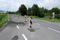 Silnice mezi obcí Rybí a Novým Jičínem okolo bývalých Sirkových lázní má být uzavřená až do konce srpna 2021.