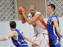 Fanoušci novojičínského basketbalu měli v posledním utkání kalendářního roku 2016 proti Olomouci možnost vidět v akci i Slováka Ondreje Šošku, jenž pamatuje slavné klubové časy.