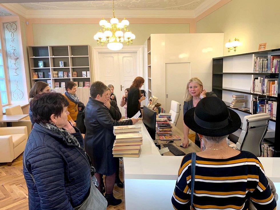 Knihovna ve Fulneku nově sídlí v Knurrově paláci.