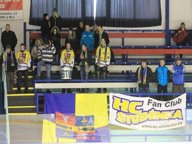 STUDÉNEČTÍ fanoušci se dočkají domácího utkání v sobotu od 17.30, kdy je na programu druhé semifinále.
