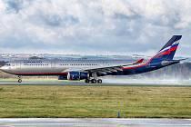 Airbus A330 v barvách ruského Aeroflotu přiletěl k údržbě na mošnovské letiště.