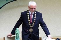 Nový starosta Oder Libor Helis se ujímá funkce.