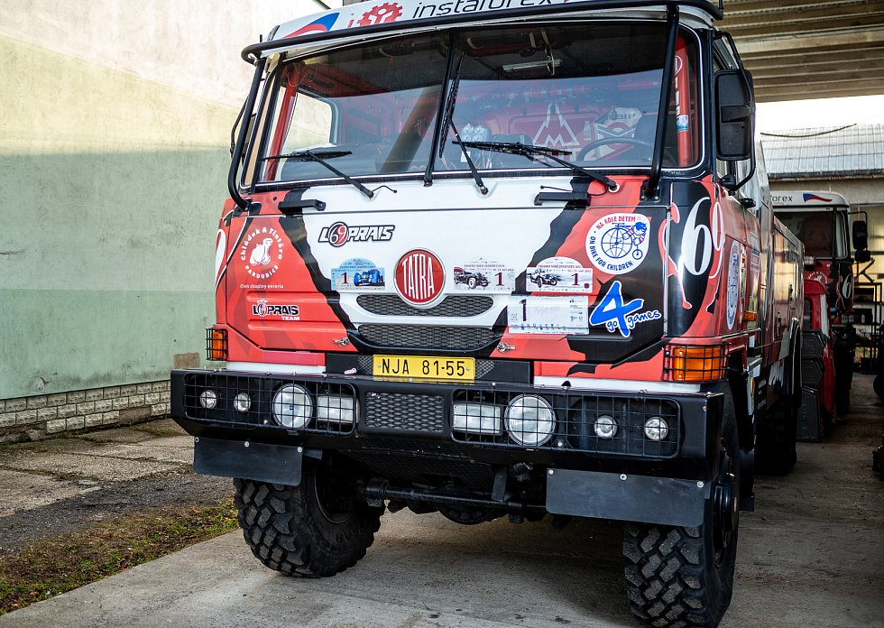 Karel Loprais, český automobilový závodník a šestinásobný vítěz automobilových závodů Rallye Dakar, 18. prosince ve Frenštátě pod Radhoštěm. Na snímku závodní speciál Tatra.
