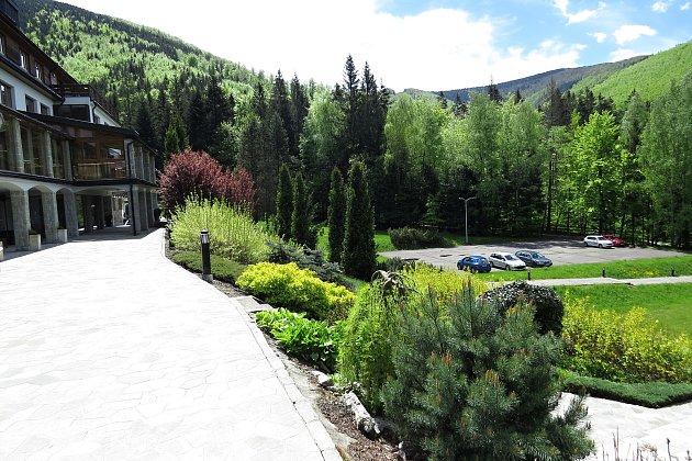 Hotel Troyer vTrojanovicích opět zahajuje provoz vpondělí 28.května 2021.
