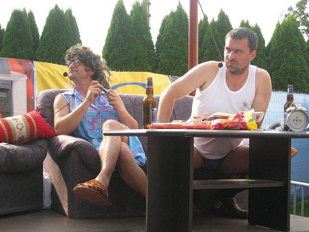 Slatinský spolek Jako Za Mlada připravil další ze svých každoročních akcí, tentokrát s názvem Televize Jako Za Mlada. Kromě zábavného vystoupení bylo pro návštěvníky k dispozici také mnoho dalších atrakcí, jako aquazorbing, stánky, vodní bar a další.