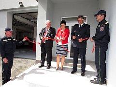 Hasičskou stanici po rozsáhlé rekonstrukci převzali v úterý do užívání hasiči ve Frenštátě pod Radhoštěm.