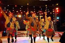 Ve známém pořadu Bolka Polívky vystoupili členové kopřivnického tanečního souboru Direkt s. m. o. Se svým baletem valašských mužoretů sklidili mimořádný úspěch.