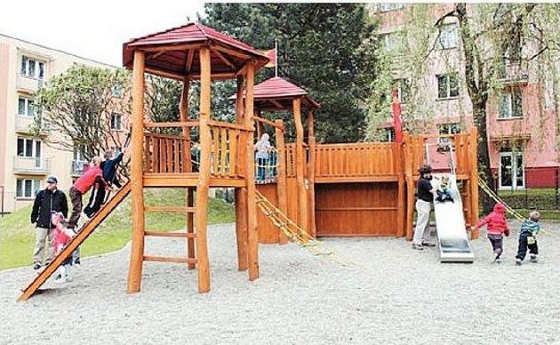 ZAHRADA SMYSLŮ dětem nabízí zahrádku, netradiční pískoviště i hrací sítě.