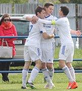 Lídr tabulky! Frenštátští fotbalisté (zleva Vaverka, Klimpar a Špaček) zažívají nadmíru vydařený vstup do sezony - 3 utkání,  9 bodů, skóre 9:0!
