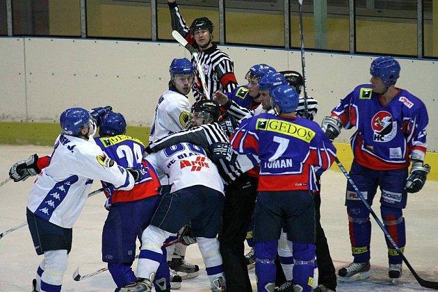 Souboj, který nepostrádal branky, emoce i šarvátky, přinesl zápas mezi hokejjisty Blanska a Nového Jičína.