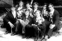 Odvedenci z Libhoště v roce 1969. Zadní řada zleva: Zdeněk Krumpolc, Vladimír Hanzelka, Karel Lacina, Václav Pístecký, Zdeněk Mann, přední řada zleva: Josef Havrlant, Jiří Demel a Miroslav Soukal.