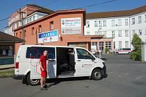 Transportér vyráží od Nemocnice Nový Jičín do Vítkova každou sobotu a neděli.