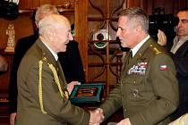 Devadesáti let se dožil v pátek 6. dubna válečný veterán Rostislav Stehlík z Šenova u Nového Jičína. Oficiální oslava se uskutečnila v zasedací síni obecního úřadu v Šenově u Nového Jičína.