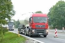 Nákladní doprava na čtyřproudové komunikaci I/48 je podle většiny občanů novojičínské obce Libhošť do budoucna hrozbou. Lidé se obávají zvýšeného provozu vozidel v obci.