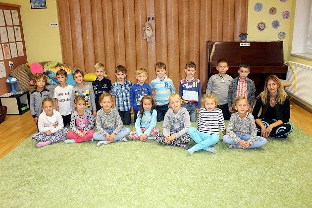 Žáci z1.B třídy Základní školy T. G. Masaryka,  Studénka, střídní učitelkou Evou Stachovičovou.
