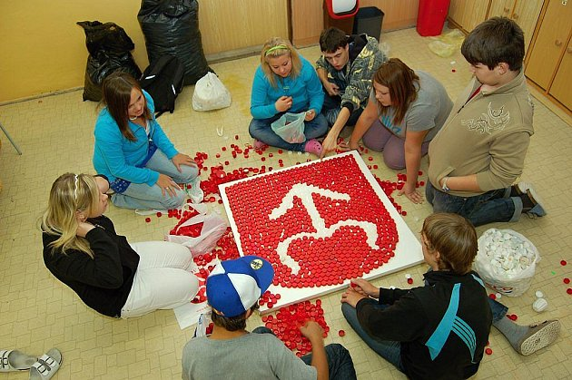 Žáci 9.A Základní školy T. G. Masaryka Bílovec při vypracování znaků svého města.