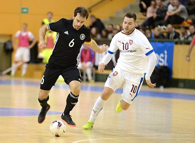 Rodák z Bílovce Michal Seidler (vpravo) patří k oporám české futsalové reprezentace.