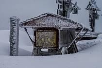 Takto vypadala sněhová nadílka včera na Pustevnách, ve čtvrtek 15. dubna 2021.