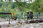 Lidé na Novojičínsku se v úterý odpoledne opět báli. Zejména v Novém Jičíně-Žilině, Mořkově a Životicích u Nového opět hrozily záplavy kvůli rozvodněné řece Jičínce.