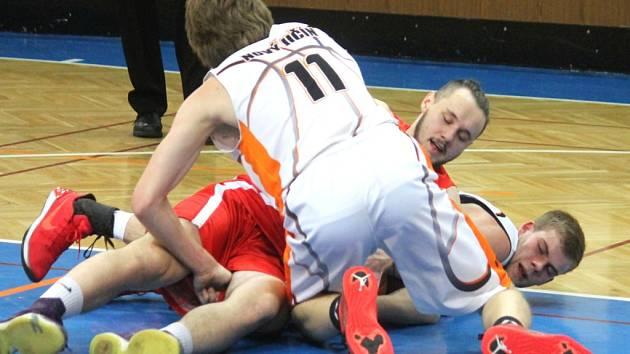 NOVOJIČÍNŠTÍ BASKETBALISTÉ nezachytili proti Basketbalu Olomouc nástup do utkání a nakonec si připsali premiérovou porážku v roce 2018.