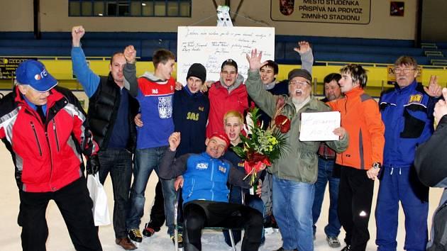 Další zápis do České knihy rekordů učinil v pondělí 19. března krátce po 18. hodině šestapadesátiletý ultramaratónec Karel Ligocki ze Suchdolu nad Odrou.