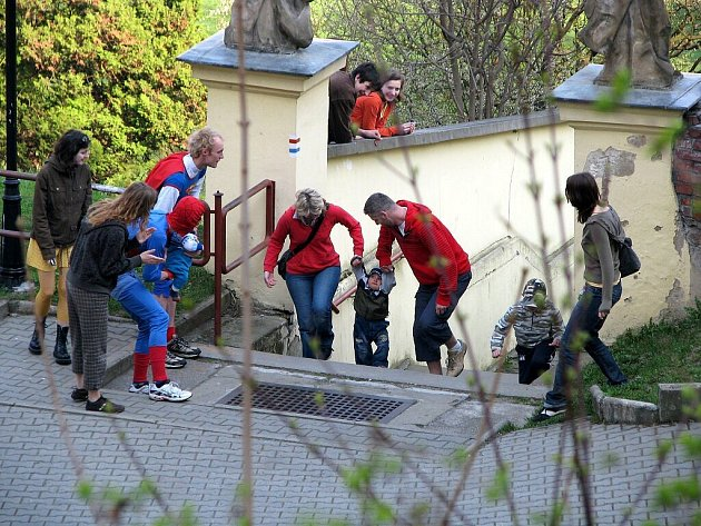 Běh o velikonoční vajíčko se koná ve Fulneku již pátým rokem. Závodníci musejí vyběhnout zámecké schody v co nejkratší době. Soutěžili děti i dospělí. Vítězové obdrželi kraslice z husích vajec.
