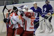 Hokejisté Poruby mohli včera na ledě Nového Jičína slavit už třetí vítězství v sérii.