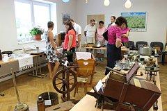 Staré dobré časy aneb Co jsme používali v domácnostech minulého století  - tak se jmenovala výstava, kterou ve středu 5. července uspořádal v Hostašovicích tamní klub seniorů.