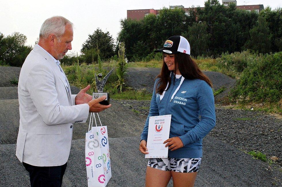 Sabina Košárková je úspěšnou reprezentantkou klubu BMX Studénka. V pondělí získala ocenění Sporotvec roku 2019 pro MSK v kategorii Objev roku.