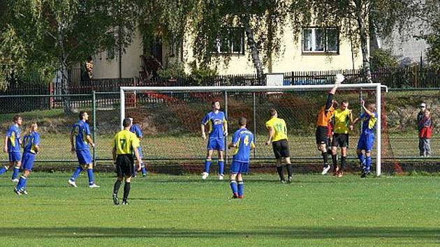Jediným gólem na svém hřišti rozhodl v sobotu o své další neporazitelnosti nováček I. B fotbalové soutěže, tým AFC Veřovice.