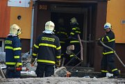 V panelovém domě ve Frenštátě pod Radhoštěm došlo k výbuchu plynu a následnému požáru.