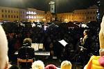 V Novém Jičíně pomáhali více než třem stovkám účastníků se zpíváním členové přípravného sboru Rarášek pod vedením Míši Mrštíkové.