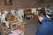 Sklepení muzea v Bílovci obývá osmnáct skřítků Picmochů.