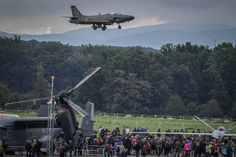 Na letišti v Mošnově na Novojičínsku začaly 18. září 2021 dvoudenní Dny NATO a Dny Vzdušných sil Armády ČR, které jsou největší bezpečnostní přehlídkou v Evropě. J32 Lansen.