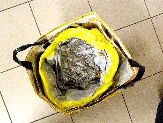 Tuto tašku používala pachatelka chycená před nedávnem.