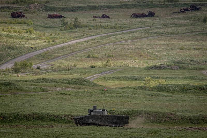 Bojová vozidla CV90, Lynx KF41 a ASCOD na mediálním dnu při testování bojových vozidel pěchoty (BVP) z tendru pro českou armádu ve vojenském prostoru Libavá, 27. května 2021.