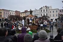 Živý betlém je v Příboře tradicí. I letos se přišlo podívat mnoho lidí.