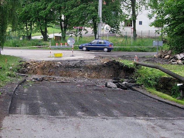 Jako by nestačily dopravní problémy, které Studénka měla kvůli přetrvávající opravě mostu na hlavním tahu. Na opačné straně města začala oprava dalšího mostu.