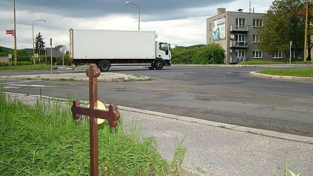V místě křížení hlavních tahů z Fulneku na Ostravu a Opavu se stala již řada dopravních nehod.