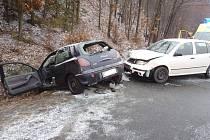Hasiči zasahovali ve čtvrtek 28. března ráno u obce Mankovice u nehody dvou osobních automobilů. Z Fiatu Bravo vyprošťovali mladšího spolujezdce, zranění trpěl i řidič tohoto auta středního věku. Druhým havarovaným vozidlem byla Škoda Fabia.
