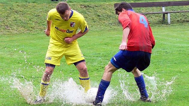 Snímek z utkání o záchranu v I. A třídě – skupině B mezi FC Libhošť a FC Vlčovice-Mniší. Ilustrační foto.