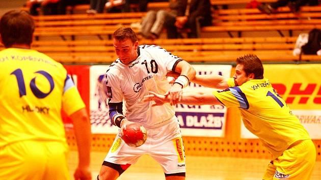 Házenkáři KH Kopřivnice postoupili do čtvrtfinále českého poháru díky porážce HK A.S.A. Lovosice v prodloužení 32:30.