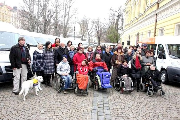 KOPŘIVNICKÉ Dětské centrum Motýlek získalo jeden z šestnácti nových vozů.