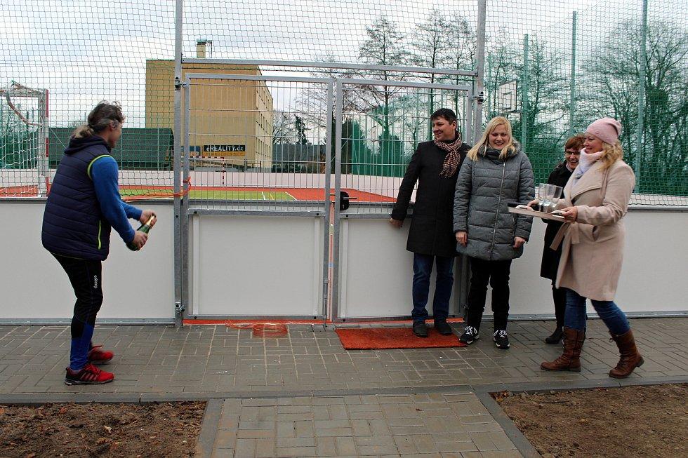 Nové víceúčelové hřiště slavnostně otevřeli v sobotu 22. prosince v Mankovicích.