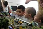 V pátek dopoledne výstavu v novojičínské knihovně navštívily zejména děti z mateřských škol.