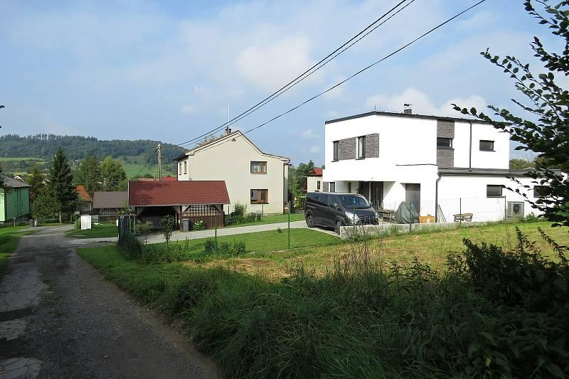 V Závišicích v poslední době nastal stavební boom. Lidé rekonstruují a staví nové domy.