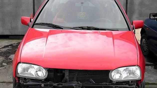Vozidlo, kterým srazil chodce, nechal mladý řidič, opravit a přestříkat.
